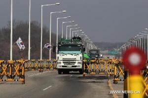 A South Korean truck returns after being rejected to enter the joint industrial complex at the DPRK's border town of Kaesong, in Paju, Gyeonggi province of South Korea, April 3, 2013. The Democratic People's Republic of Korea (DPRK) banned South Korean workers' entrance to the joint industrial complex at the DPRK's border town of Kaesong, only allowing the workers to leave Kaesong for Seoul, the Unification Ministry said on Wednesday. (Xinhua/Park Jin-hee)